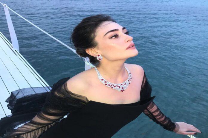 Halime-Sultan-Esra-Bilgiç-Photos